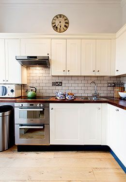 Fully equipped kitchen of the Austen vacation rental offered by London Perfect