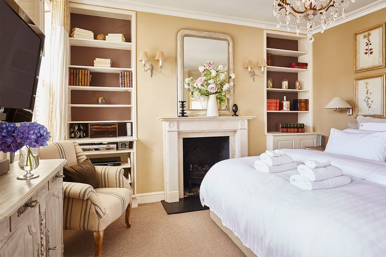 Watch TV in bed in the Victoria vacation rental offered by London Perfect