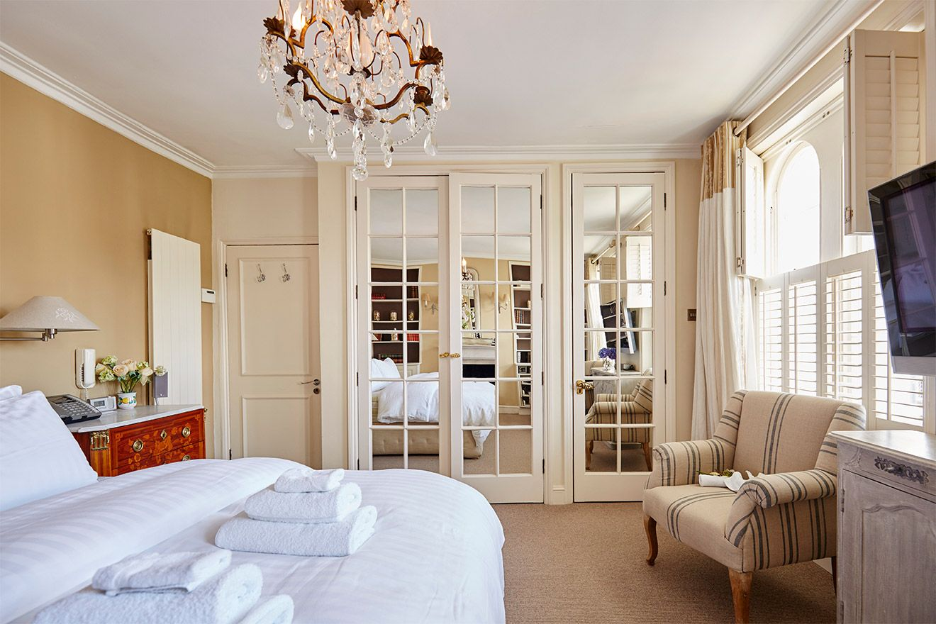First bedroom with queen bed in the Victoria vacation rental offered by London Perfect