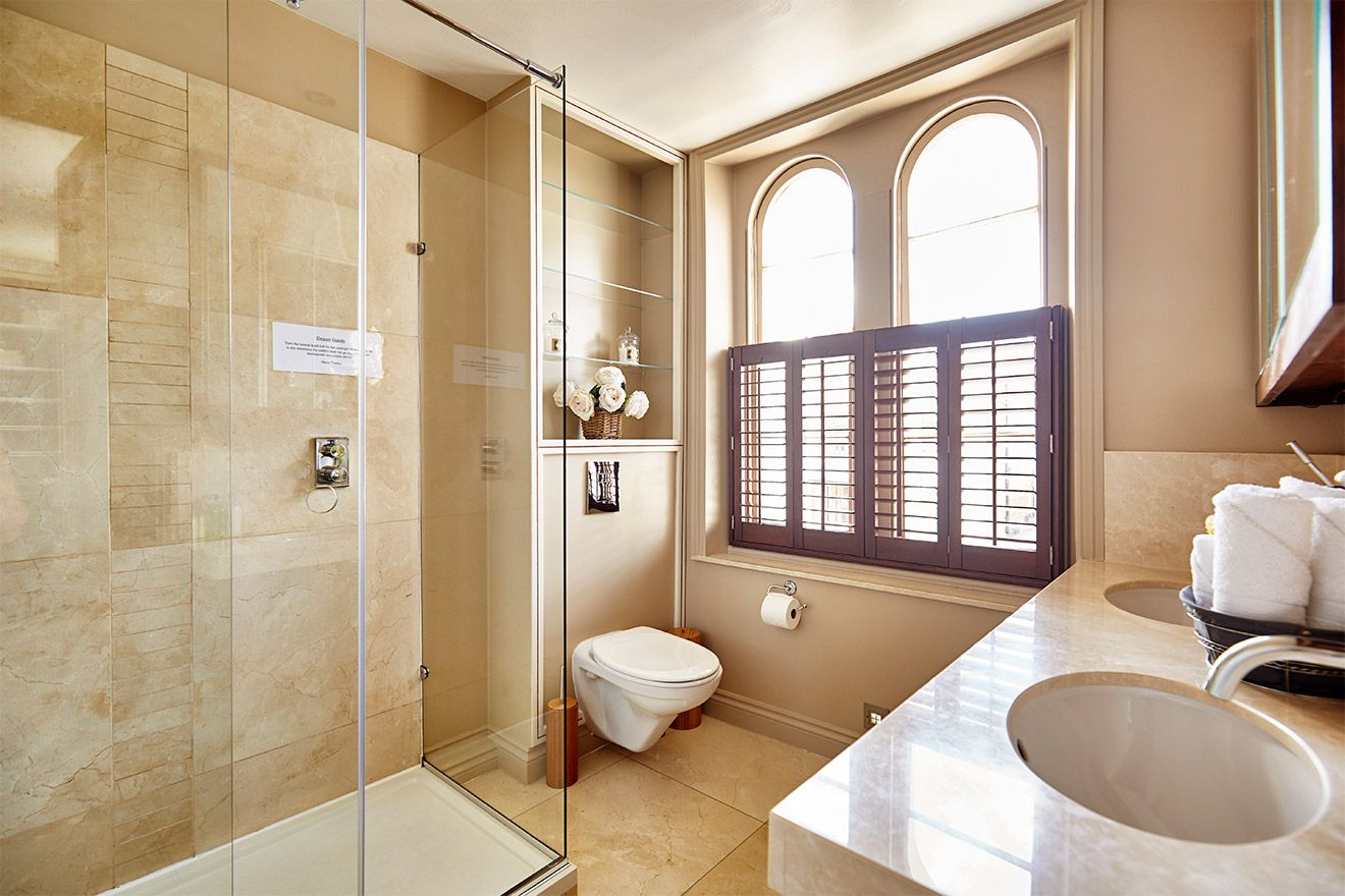 First en suite bathroom with shower in the Victoria vacation rental offered by London Perfect