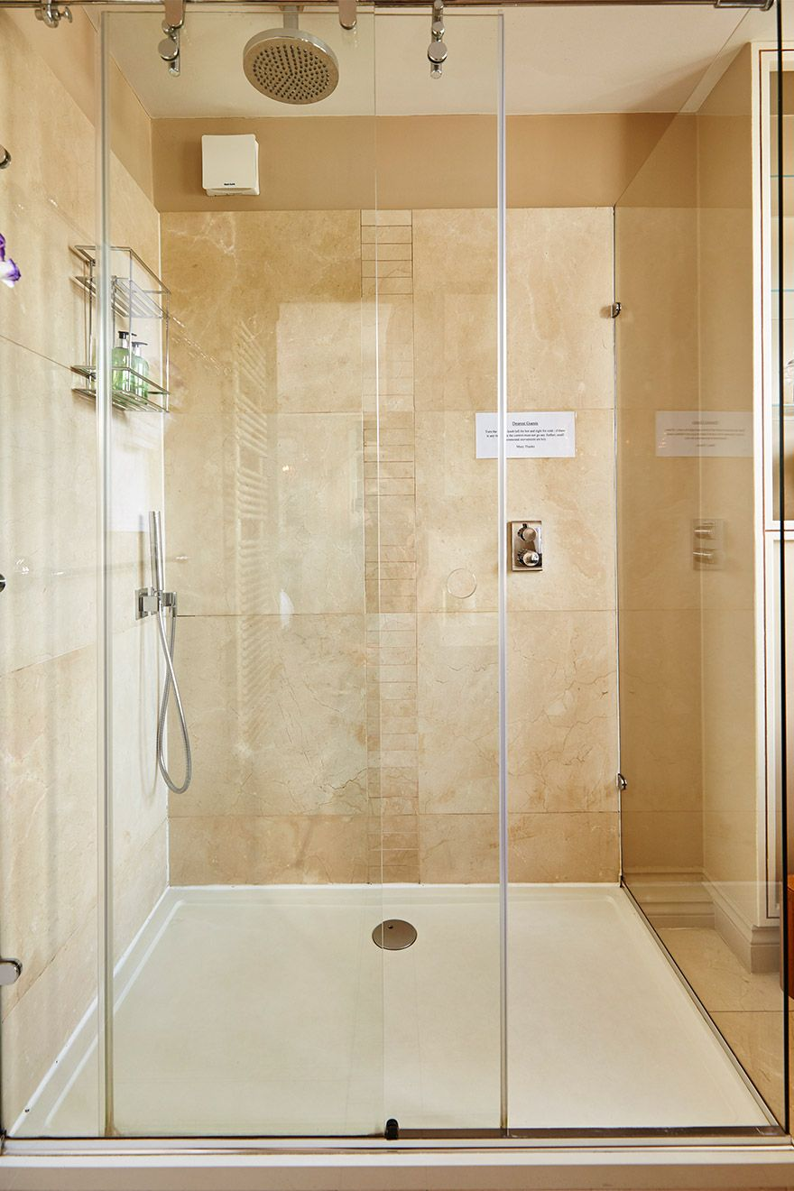 Large walk in shower in the Victoria vacation rental offered by London Perfect