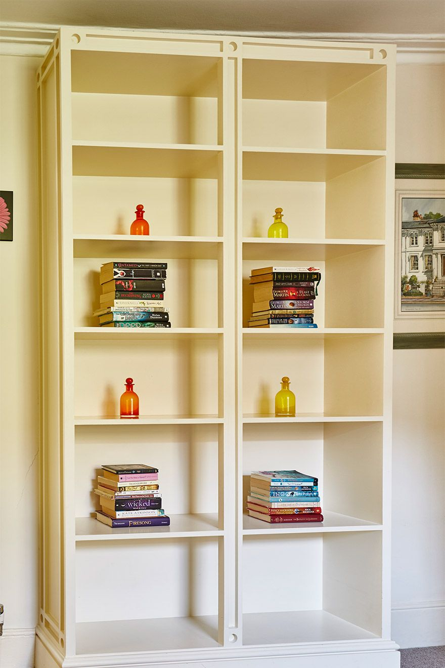 Large bookcase in the Victoria vacation rental offered by London Perfect