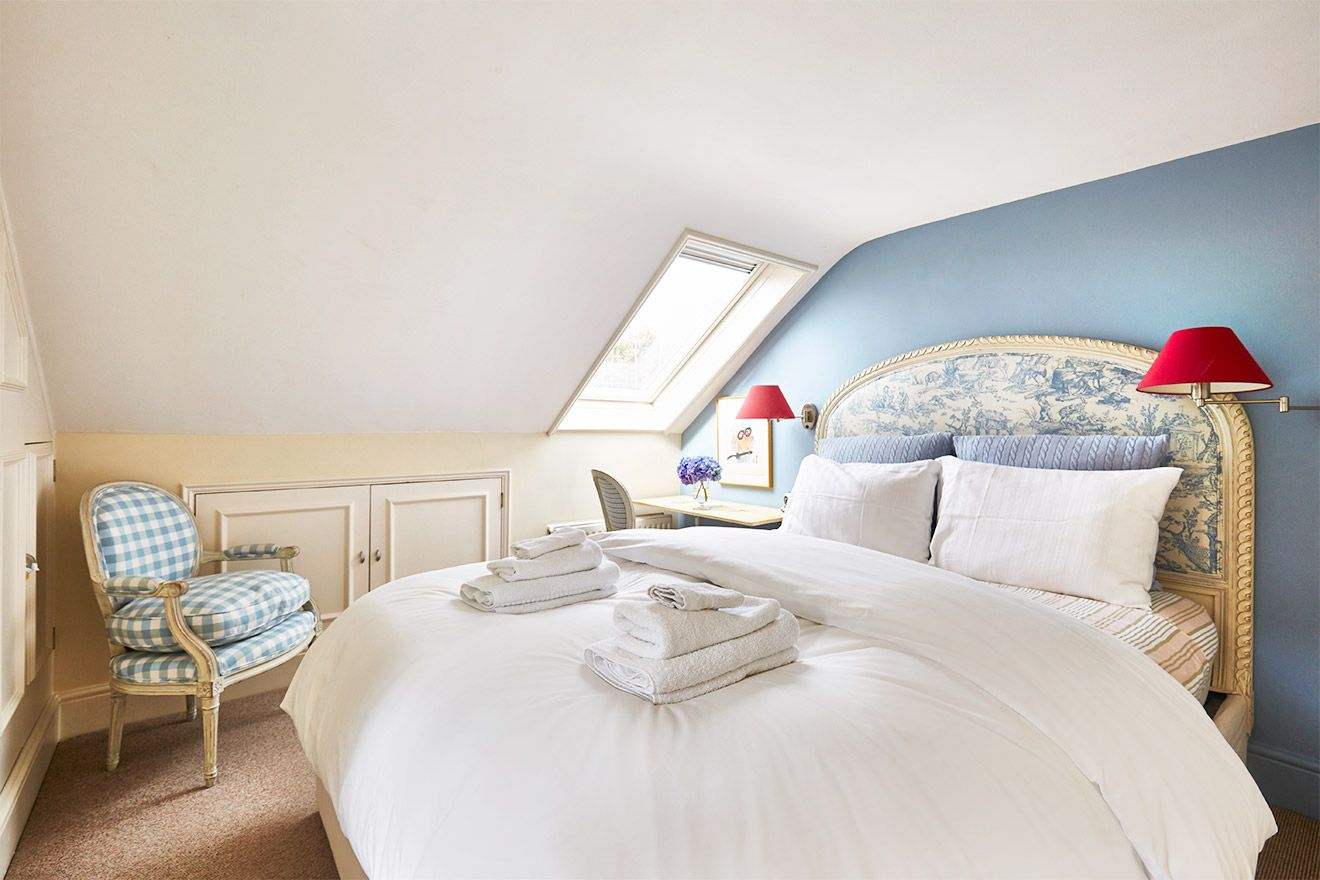Peaceful fourth bedroom of the Victoria rental offered by London Perfect