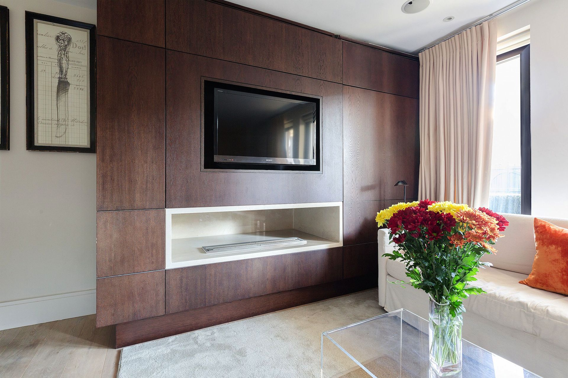 Flat screen TV in the Pelham vacation rental offered by London Perfect