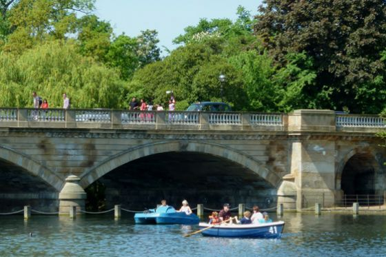 Paddle around the Serpentine on a boat