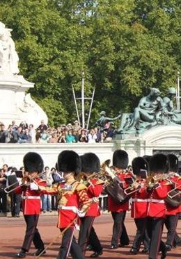Experience the changing of the guards at Buckingham Palace