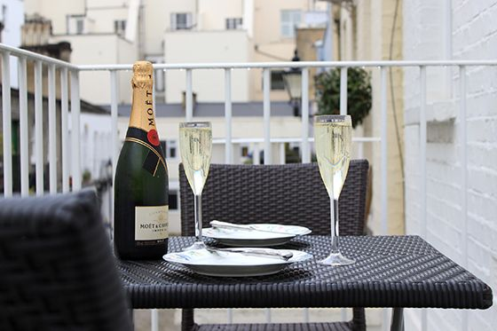 Enjoy a toast to a marvellous stay in London at the Rockingham!