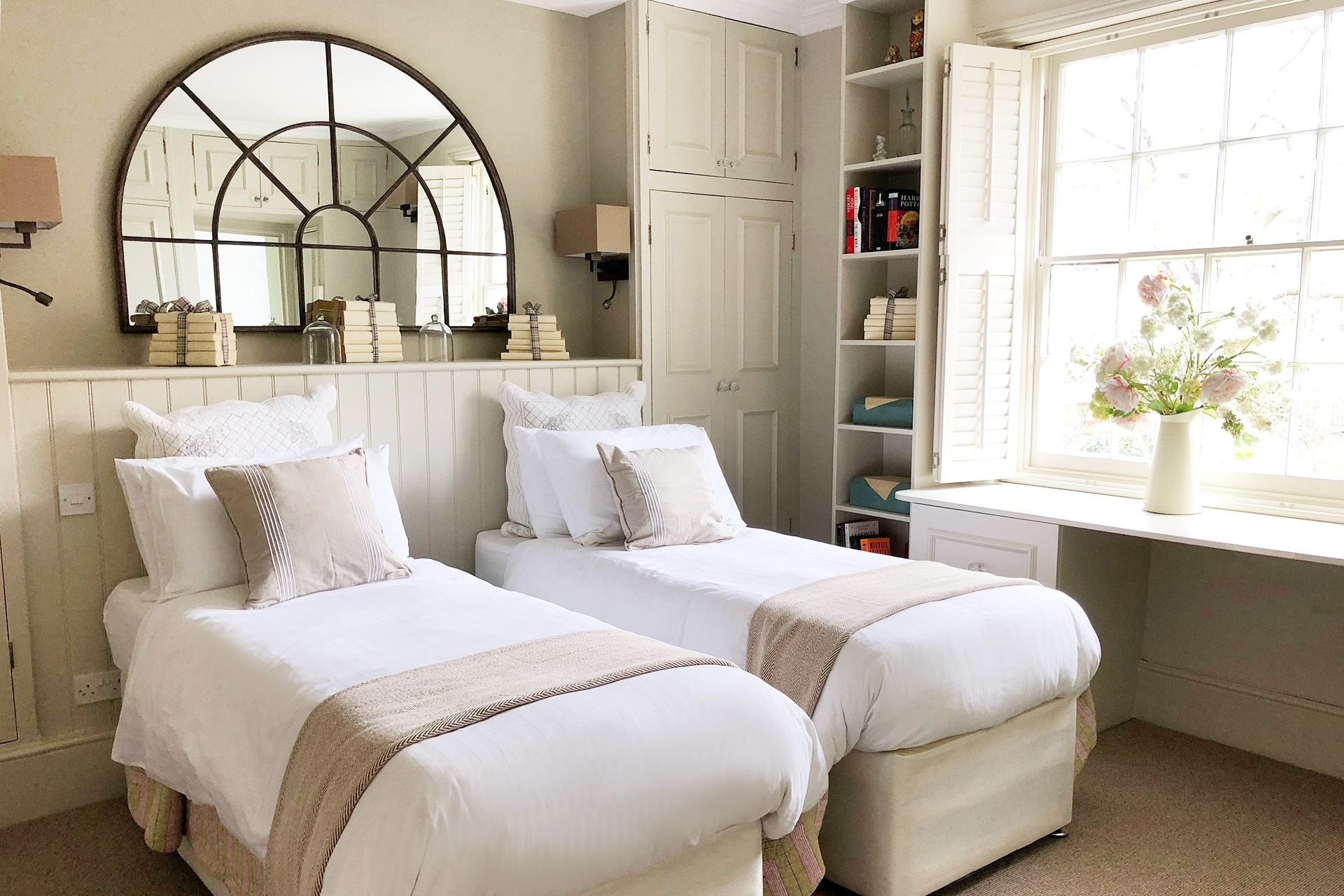 Second bedroom with two comfortable beds in the Victoria vacation rental offered by London Perfect