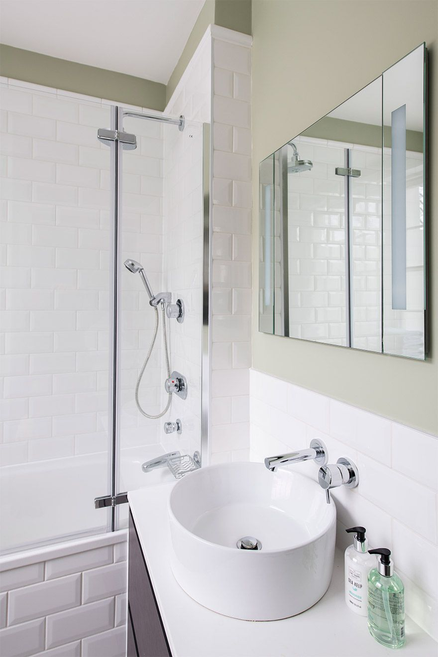 Clean and stylish bathroom in the Victoria vacation rental offered by London Perfect