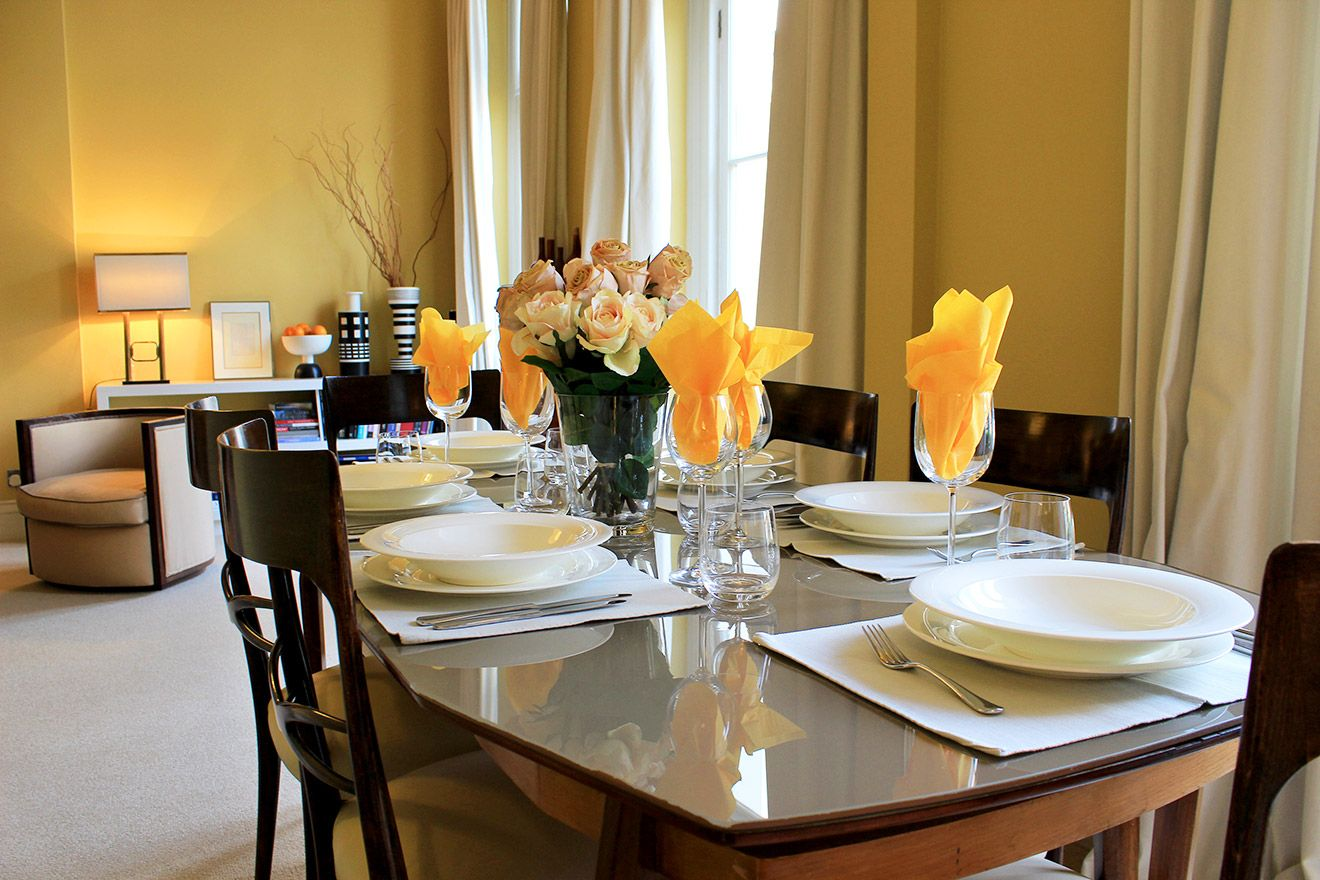 Elegant dining table comfortably seats 6 people in the Belgravia vacation rental offered by London Perfect
