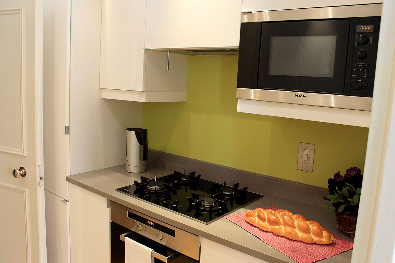 Microwave and Oven in Kitchen of the Belgravia vacation rental offered by London Perfect