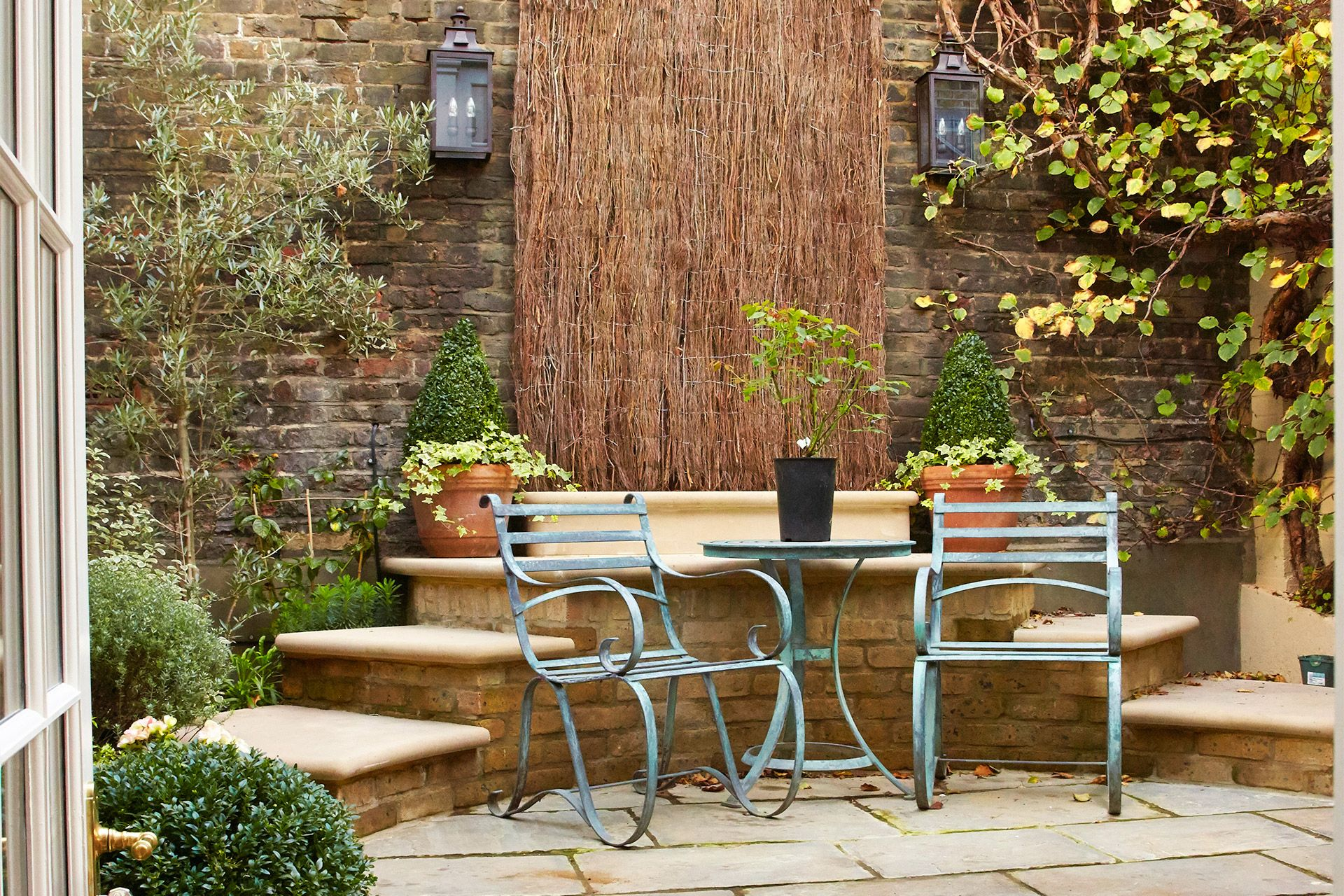 Charming patio of the Wellington rental offered by London Perfect