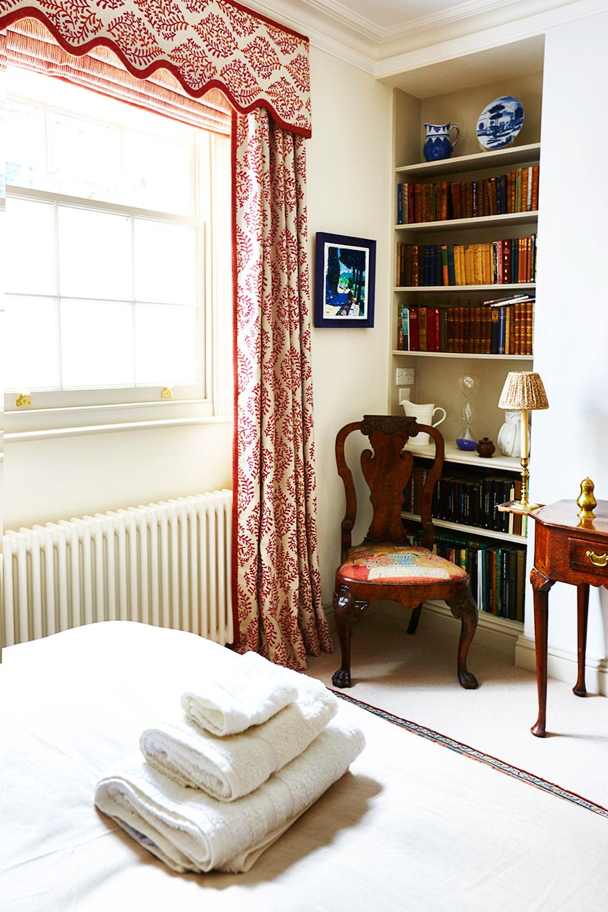 Charming second bedroom of the Wellington rental offered by London Perfect