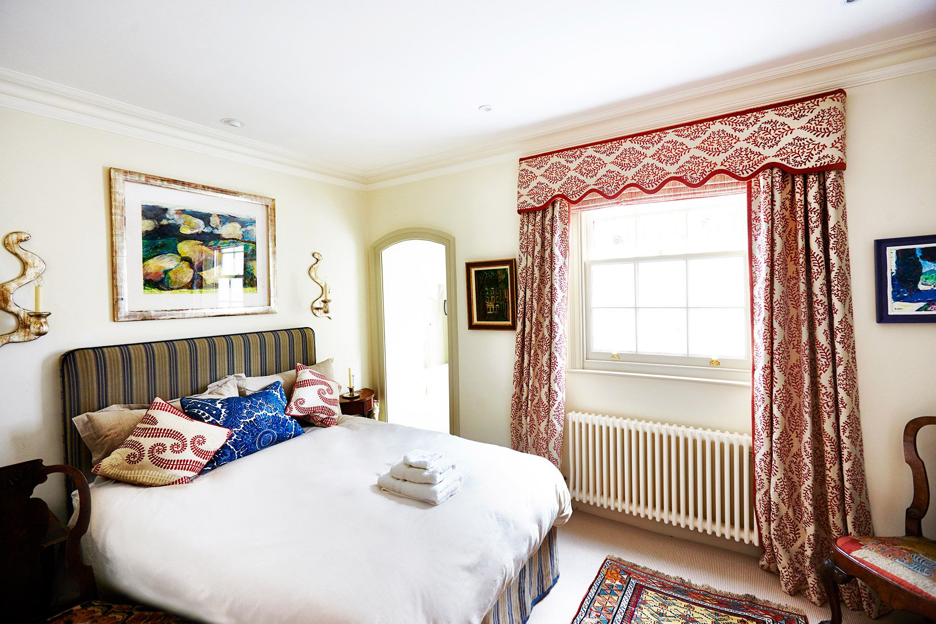 Second bedroom with king size bed in the Wellington vacation rental offered by London Perfect
