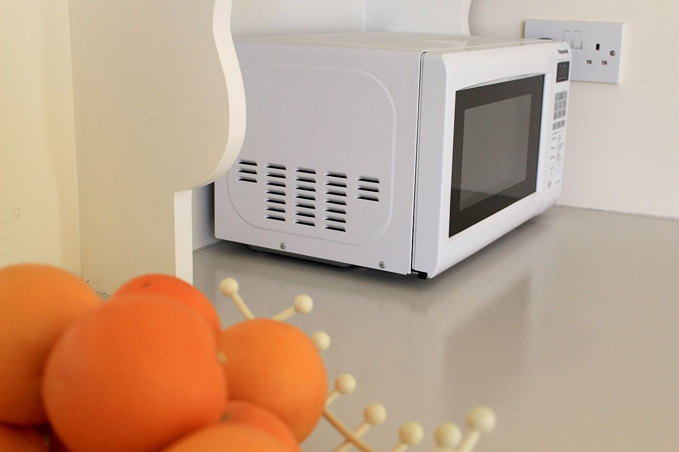 Microwave in kitchen of the Cavendish vacation rental offered by London Perfect