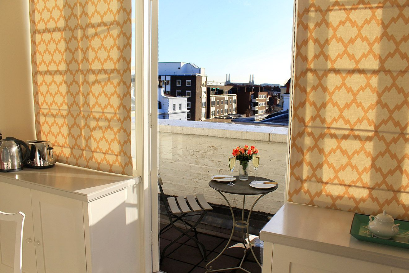 Bistro table on the balcony of the Cavendish vacation rental offered by London Perfect