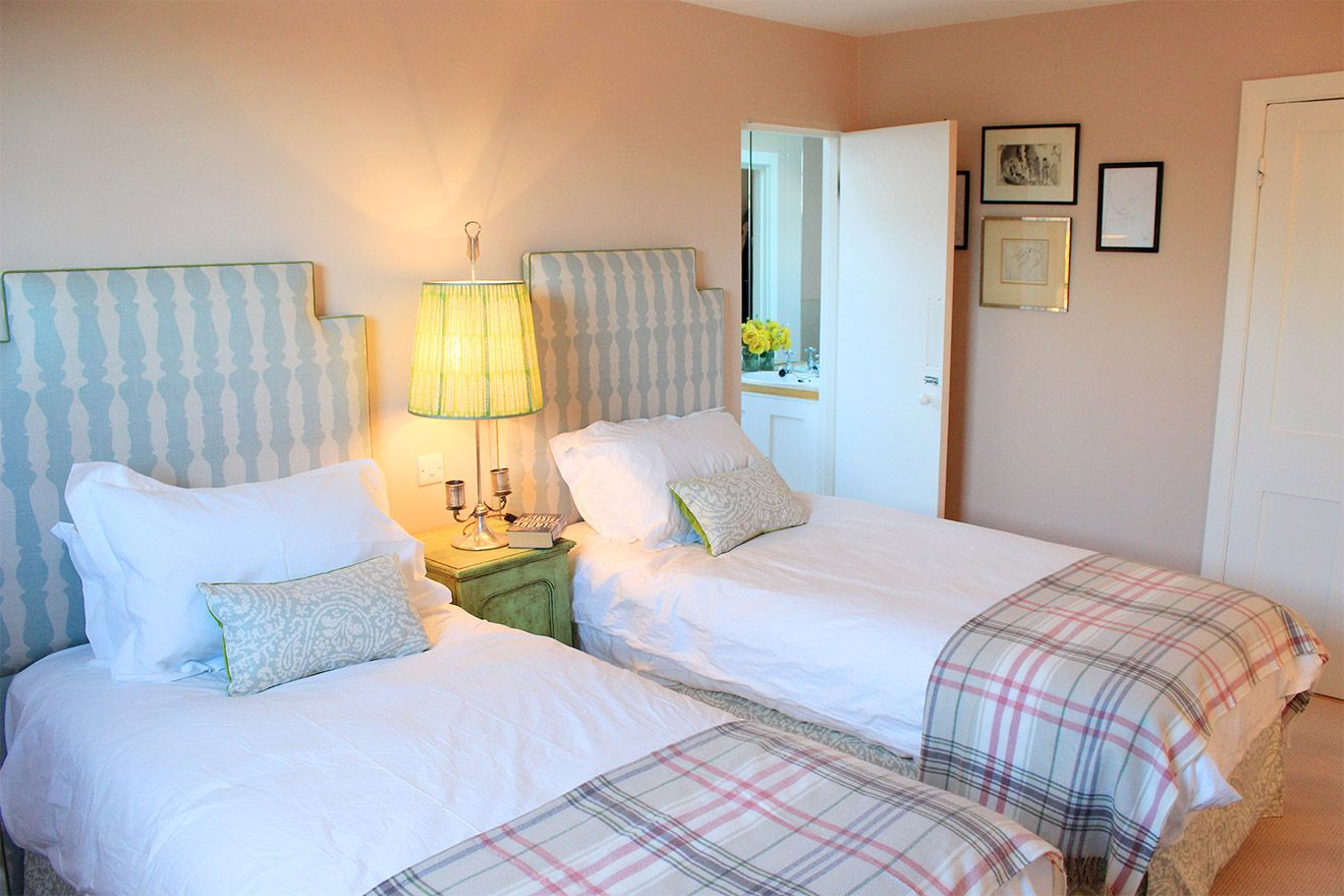 2nd Bedroom with two twin beds and en suite bathroom in the Cavendish vacation rental