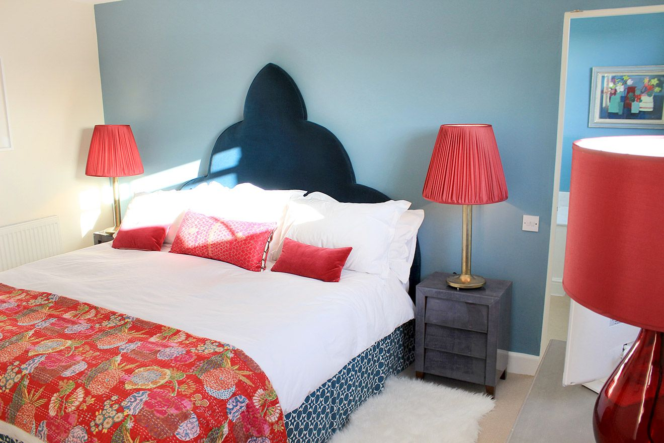 King size bed in master bedroom in the Cavendish vacation rental offered by London Perfect