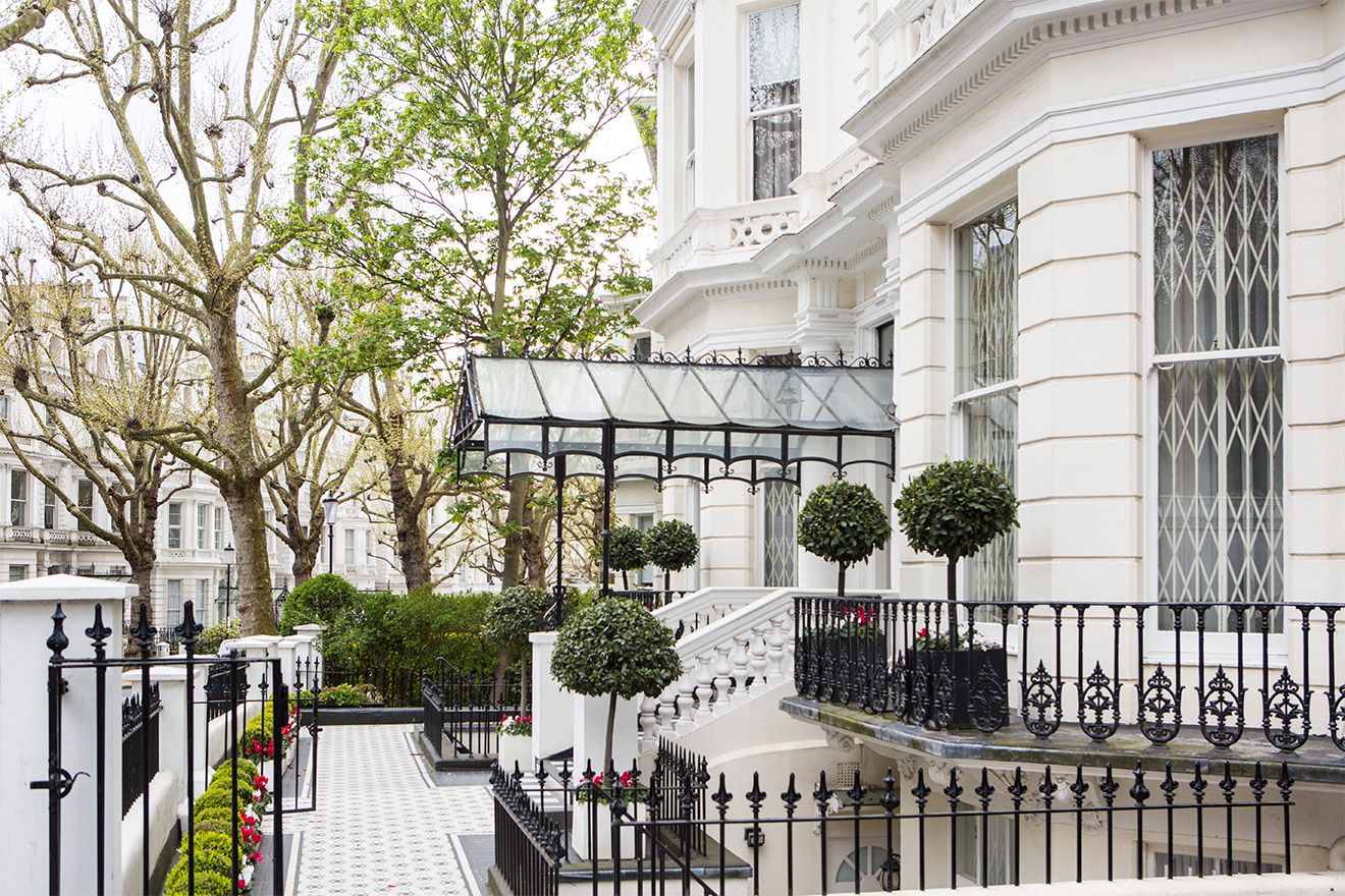 Take A 5 Min Walk Through Charming South Kensington Streets To Museum Row