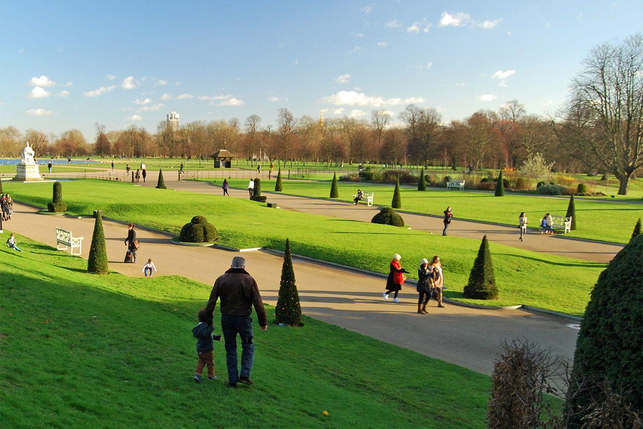 Picnic, stroll or bicycle through Kensington Gardens