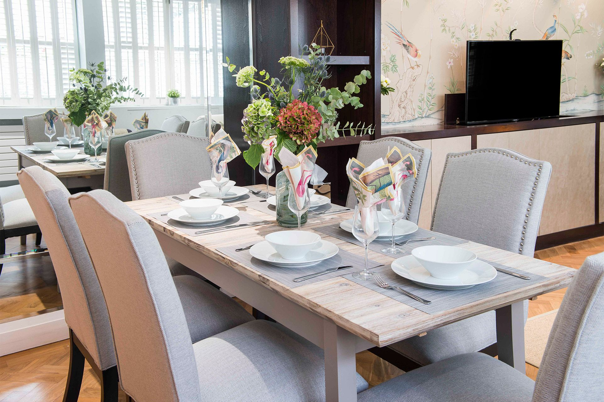 Modern dining table in the Eldon vacation rental offered by London Perfect