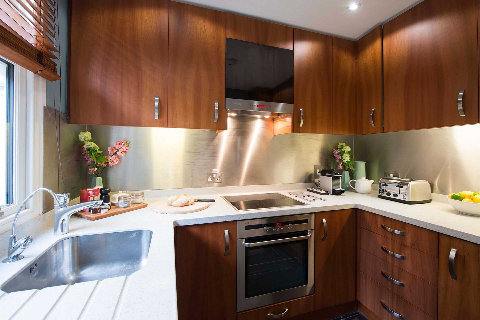 Fully equipped kitchen of the Eldon vacation rental offered by London Perfect