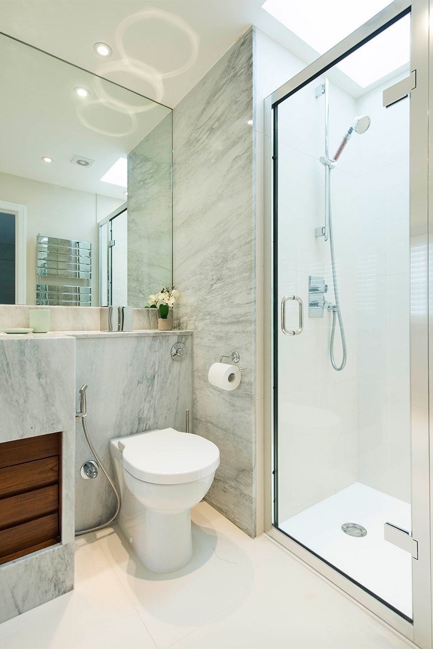 Modern en suite bathroom of the Eldon vacation rental offered by London Perfect