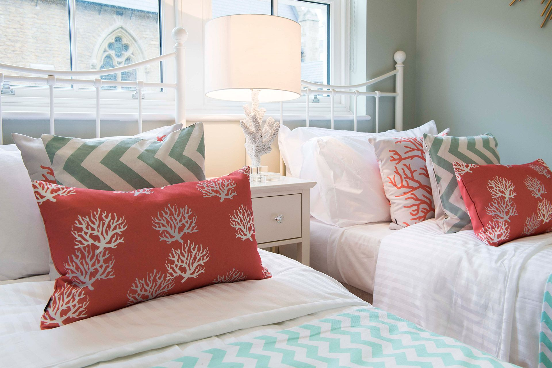 Matching single beds in the Eldon vacation rental offered by London Perfect