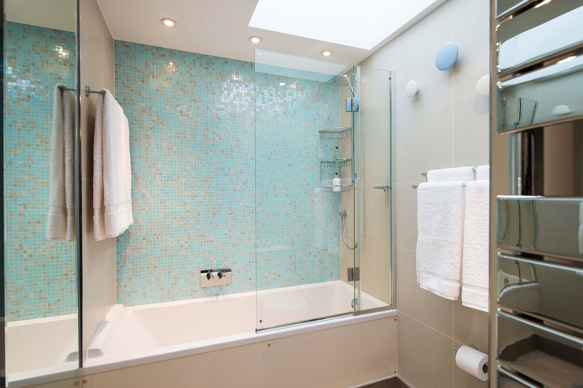 Elegant second bathroom of the Eldon vacation rental offered by London Perfect