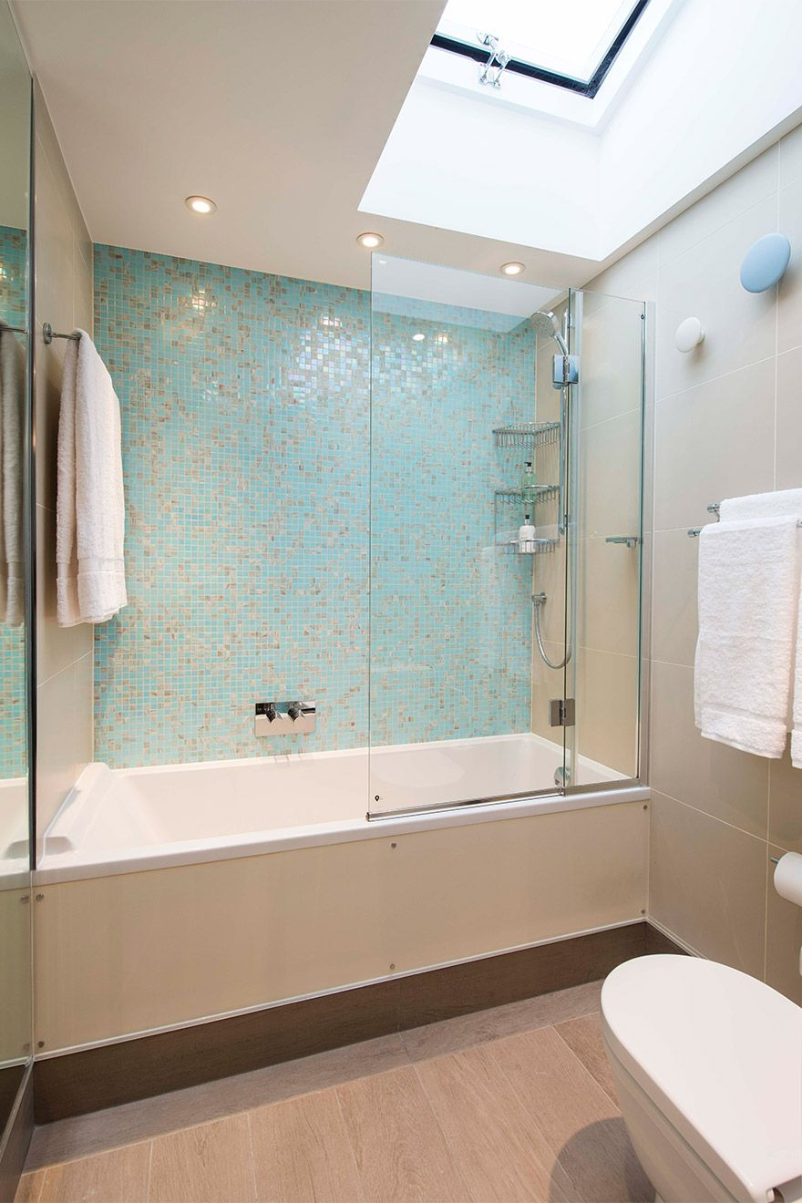 Large bathtub in second bathroom of the Eldon vacation rental offered by London Perfect