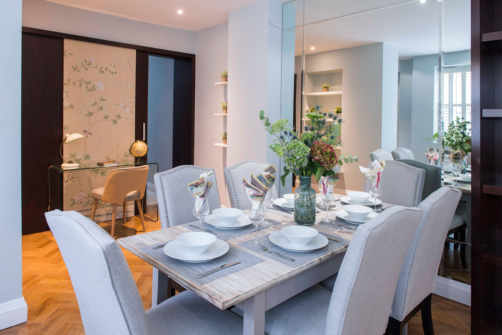 Dining table in the Eldon vacation rental offered by London Perfect