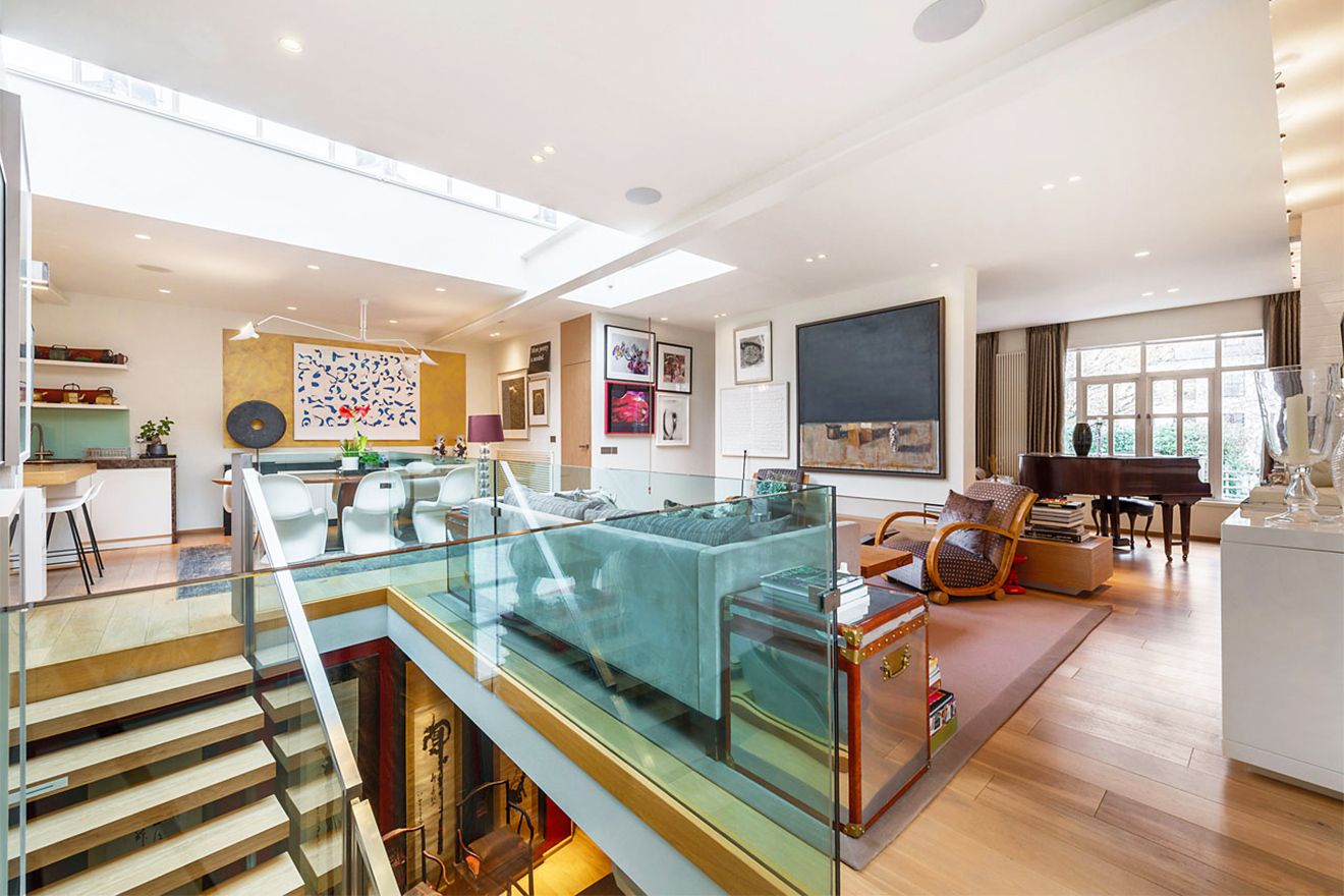 Large open living area of the Attlee vacation rental offered by London Perfect