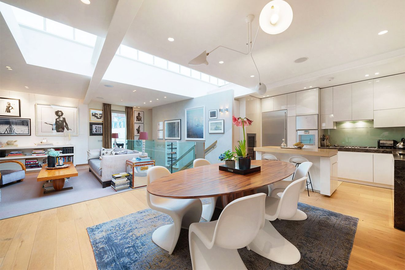 Modern kitchen and elegant dining area of the Attlee vacation rental offered by London Perfect