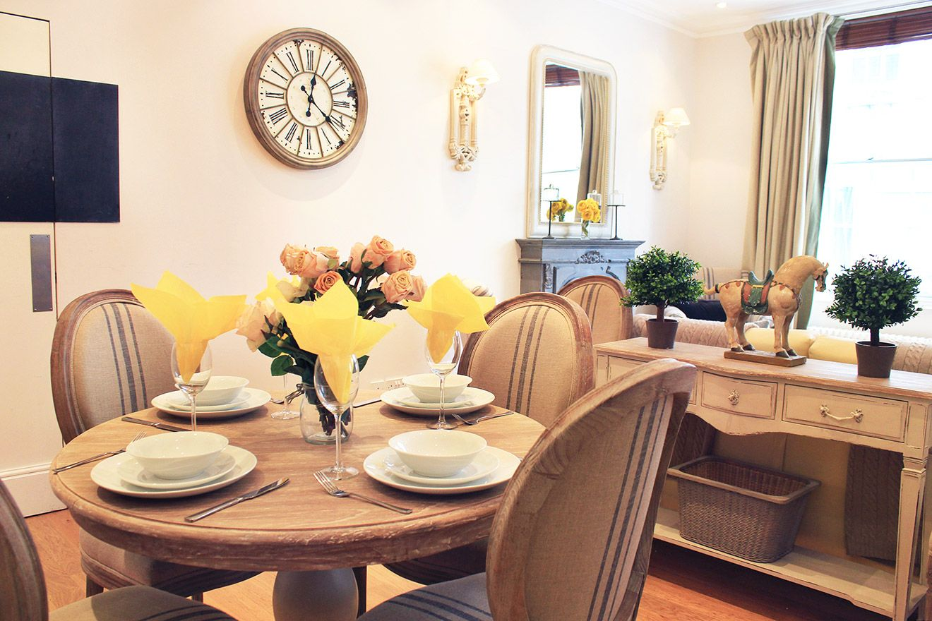 Elegant dining table in the Middleton vacation rental offered by London Perfect