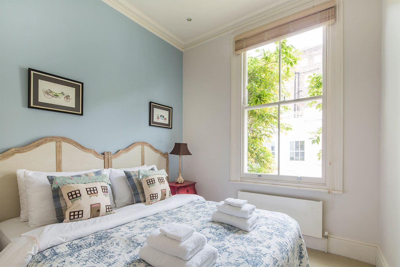 Third bedroom with two twin beds in the Middleton vacation rental offered by London Perfect