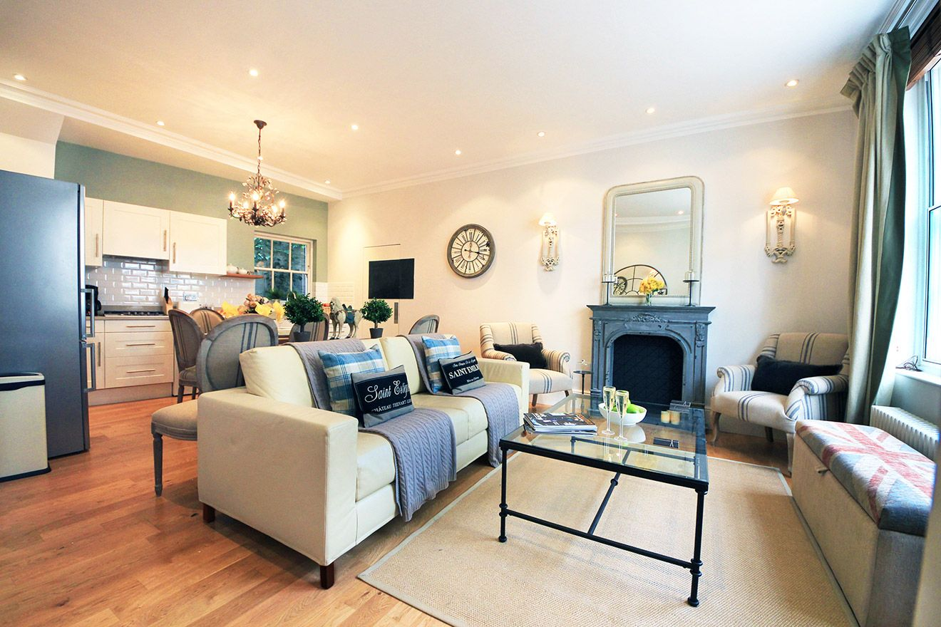 Comfortable living room of the Middleton vacation rental offered by London Perfect
