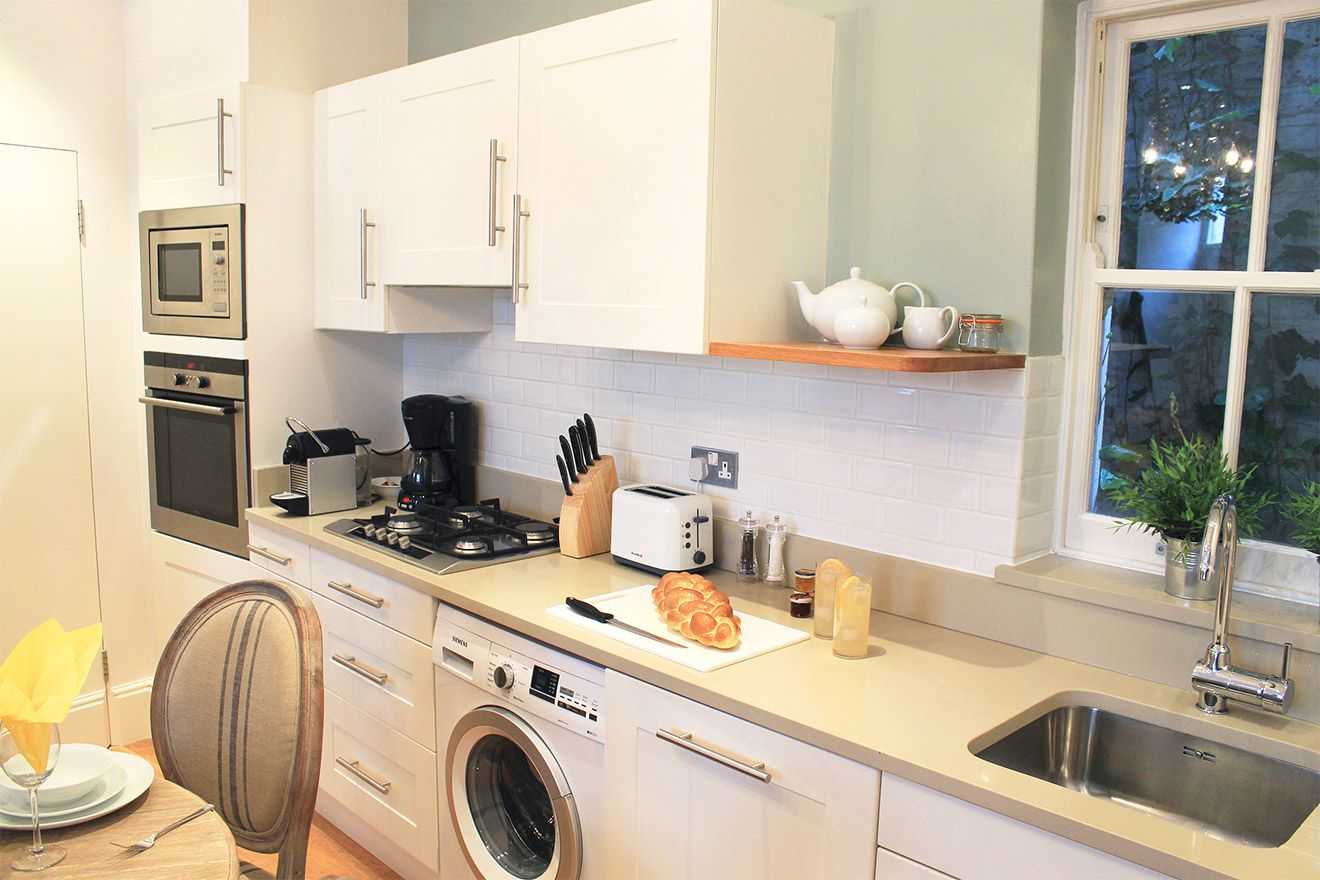 Fully equipped kitchen of the Middleton vacation rental offered by London Perfect