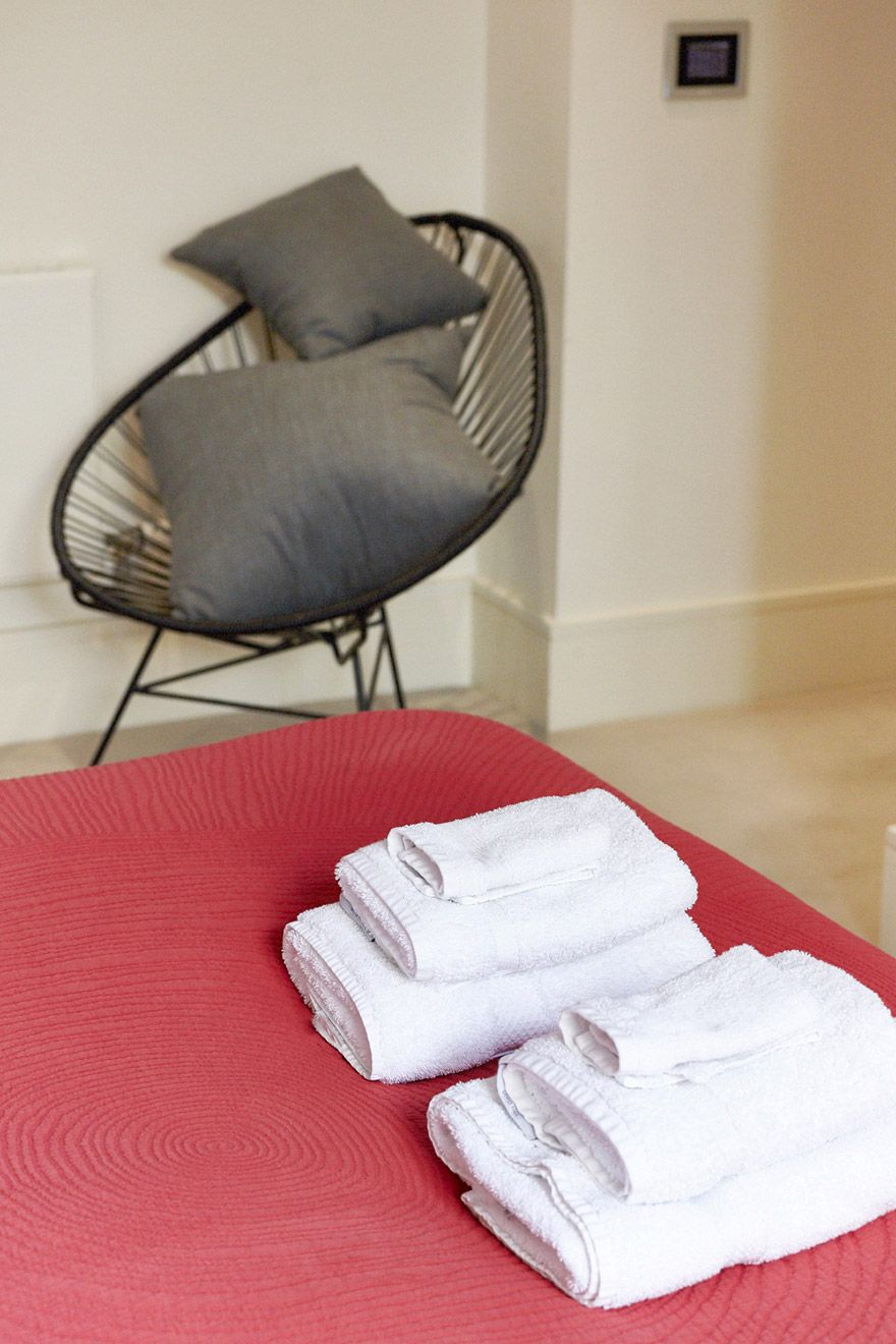 Complimentary soft towels in the Pelham vacation rental offered by London Perfect