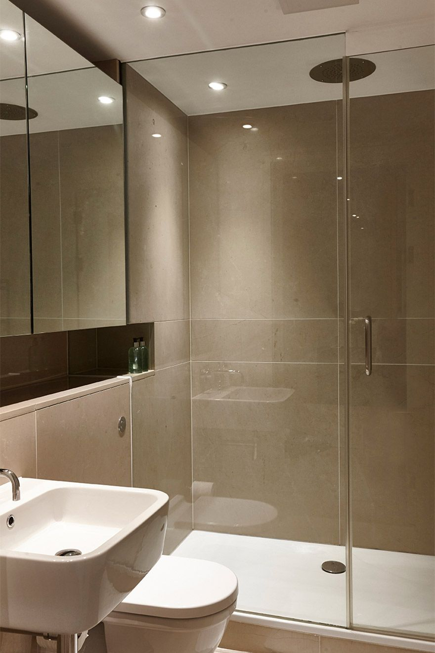 Second bathroom with shower in the Pelham vacation rental offered by London Perfect