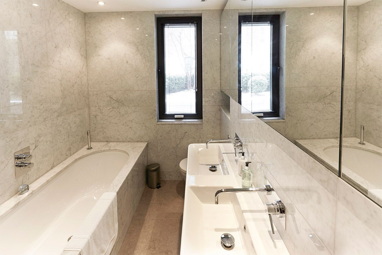 En suite in the first bedroom of the Pelham vacation rental offered by London Perfect