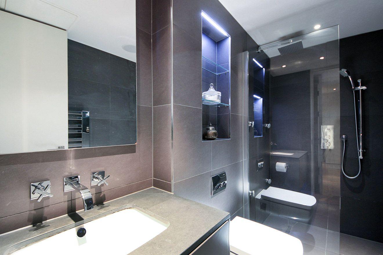 Modern finishes in the bathroom of the Gladstone vacation rental offered by London Perfect