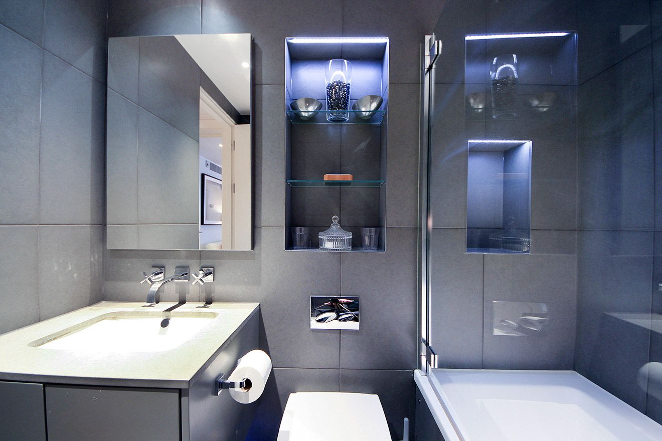 Modern bathroom of the Gladstone vacation rental offered by London Perfect