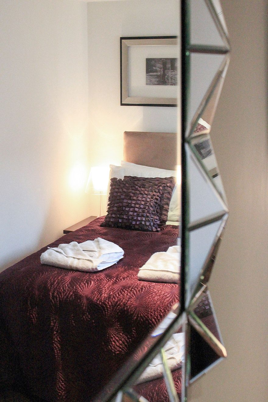 Mirror in the second bedroom of the Gladstone vacation rental offered by London Perfect