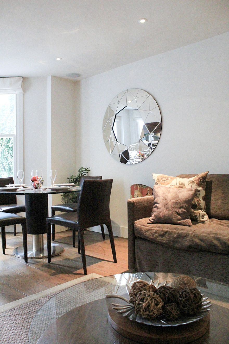 Open plan living and dining area of the Gladstone vacation rental offered by London Perfect