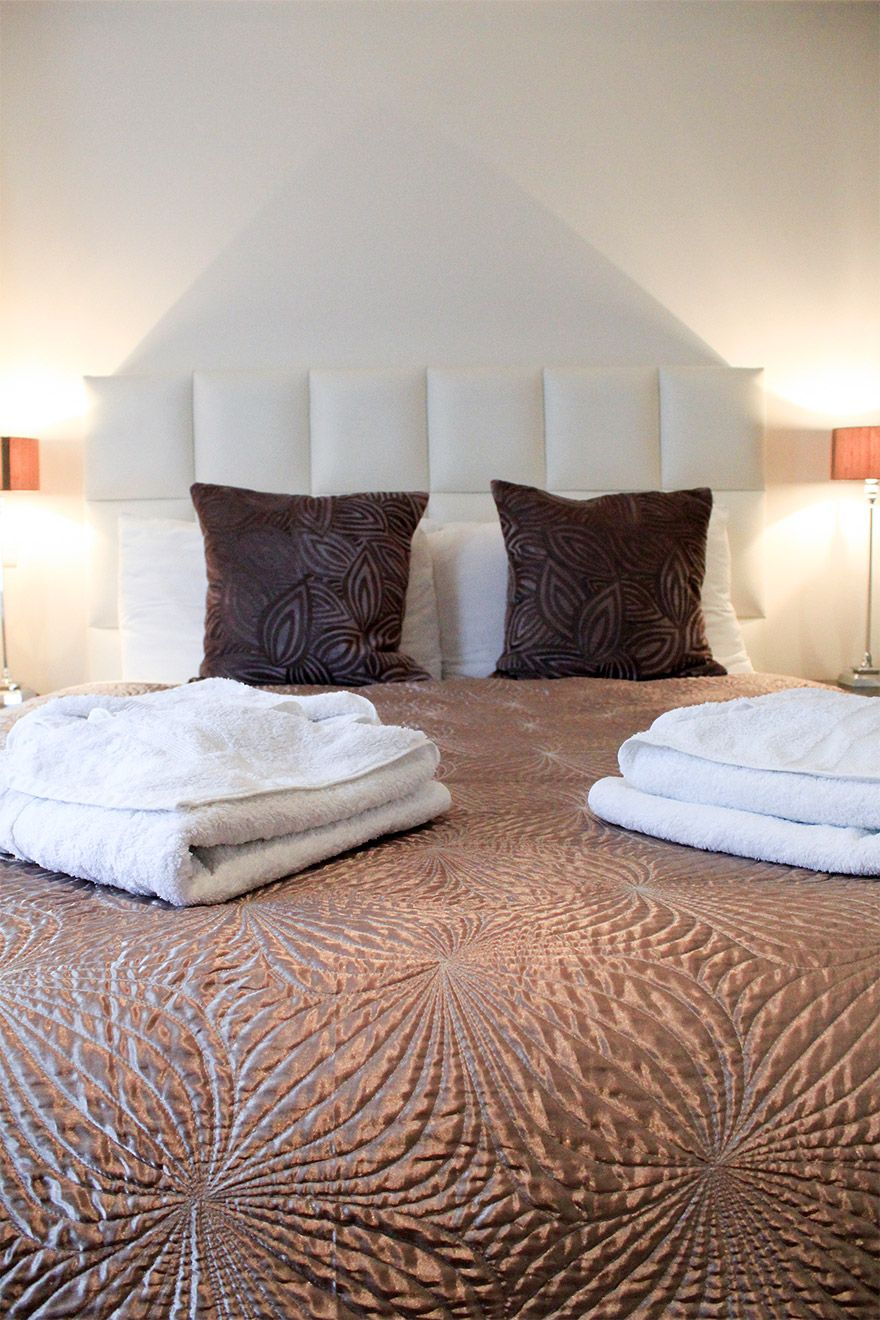 Luxurious linens and fluffy towels in the Gladstone vacation rental offered by London Perfect