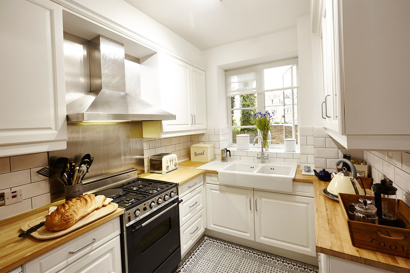 Fully equipped kitchen of the MacDonald vacation rental offered by London Perfect
