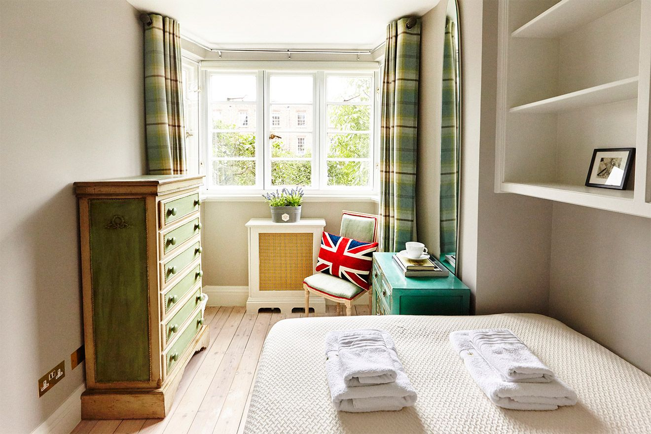Large windows in the second bedroom of the MacDonald vacation rental offered by London Perfect