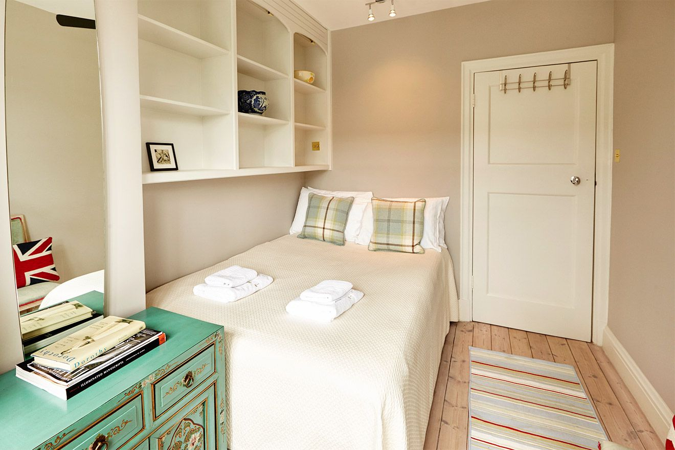 Bookshelves in second bedroom of the MacDonald vacation rental offered by London Perfect