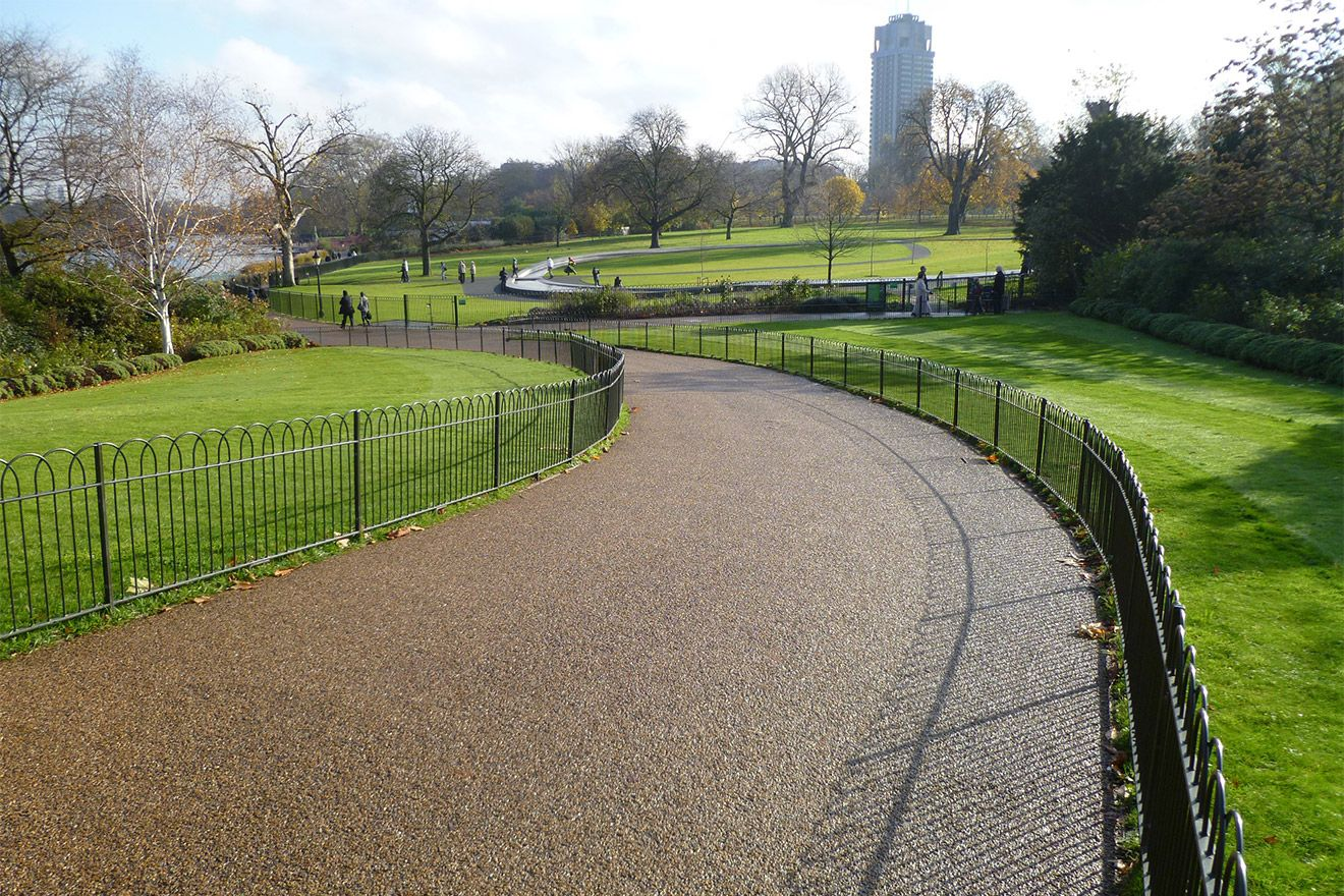 Stroll to the Princess Diana Memorial in Hyde Park