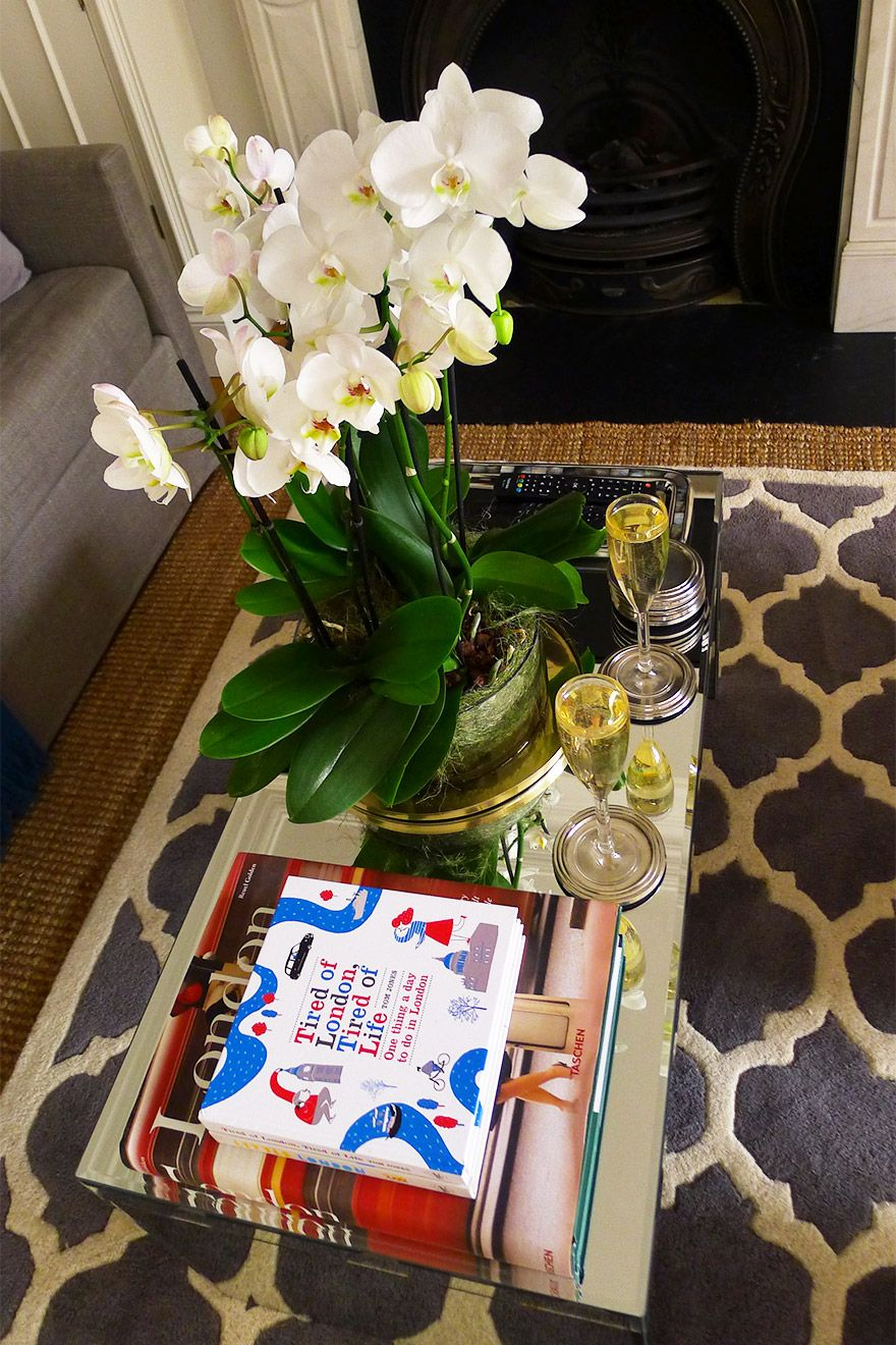 Pretty Flowers on Table in the Austen vacation rental offered by London Perfect